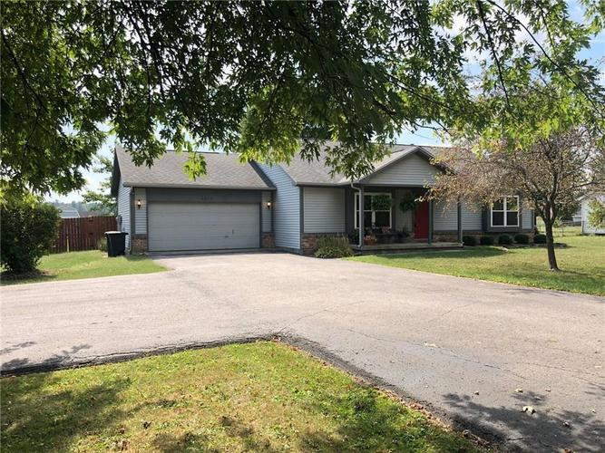 2253 E 500 North Greenfield, IN 46140 | MLS 21668375 | photo 2