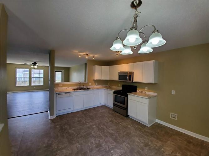 10913 MILLER Drive Indianapolis, IN 46231 | MLS 21668461 | photo 4
