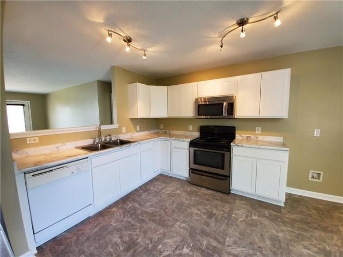 10913 MILLER Drive Indianapolis, IN 46231 | MLS 21668461 | photo 6