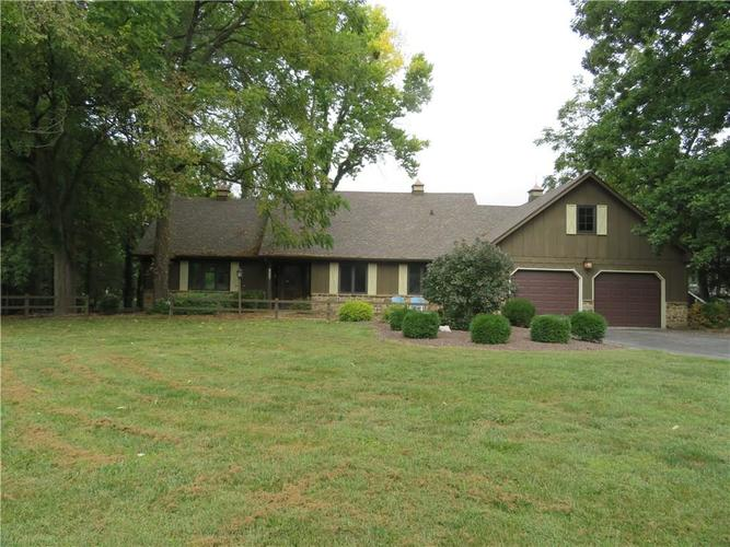8227 Cottonwood Court N Plainfield, IN 46168 | MLS 21668580 | photo 1