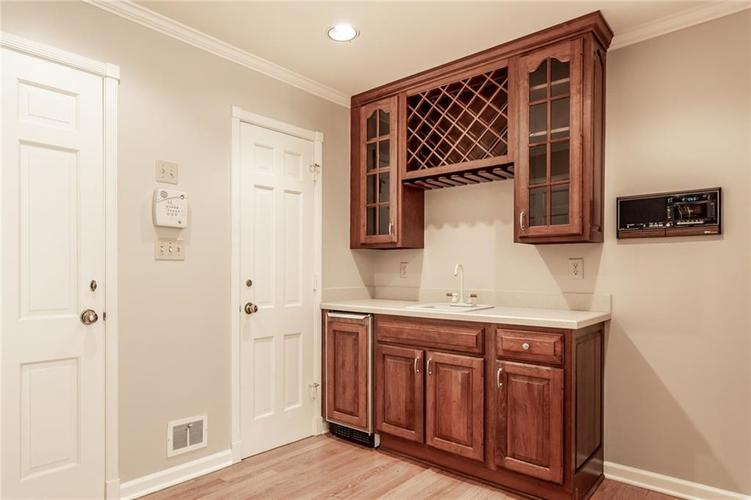 433 PINE Drive Indianapolis, IN 46260 | MLS 21668739 | photo 15