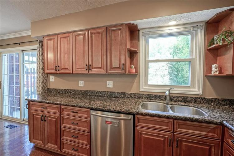 10022 E 86th Street Indianapolis, IN 46256 | MLS 21668935 | photo 13