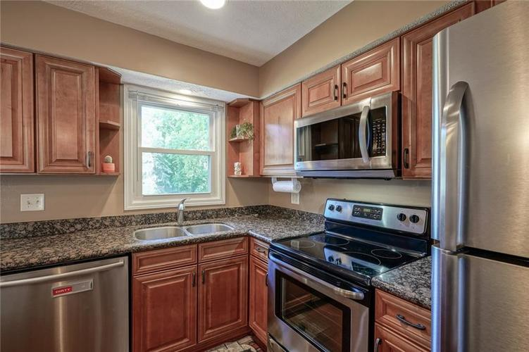 10022 E 86th Street Indianapolis, IN 46256 | MLS 21668935 | photo 14