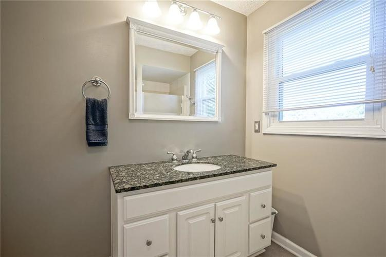 10022 E 86th Street Indianapolis, IN 46256 | MLS 21668935 | photo 17