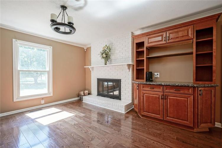 10022 E 86th Street Indianapolis, IN 46256 | MLS 21668935 | photo 8