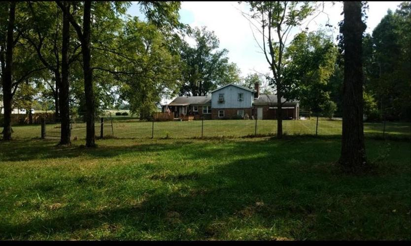 8606 E 100 S Greenfield, IN 46140   MLS 21668942   photo 2