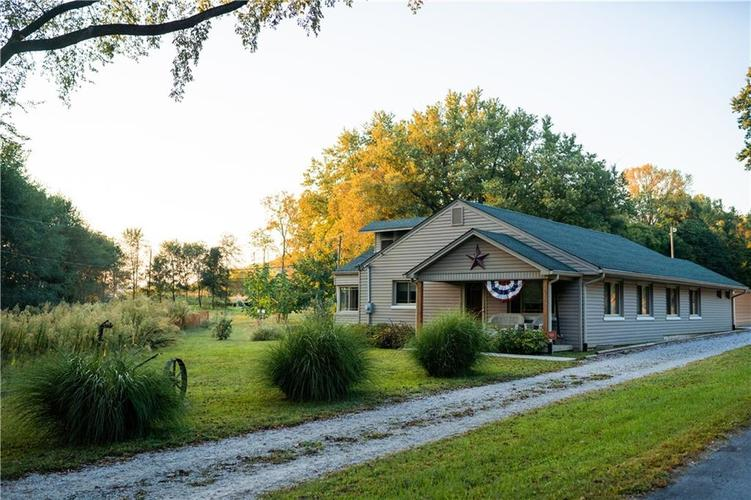 1574 State Road 252 Martinsville, IN 46151 | MLS 21668964 | photo 1