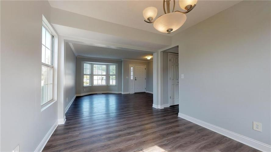 10501 Pineview Circle Fishers, IN 46038 | MLS 21669971 | photo 10