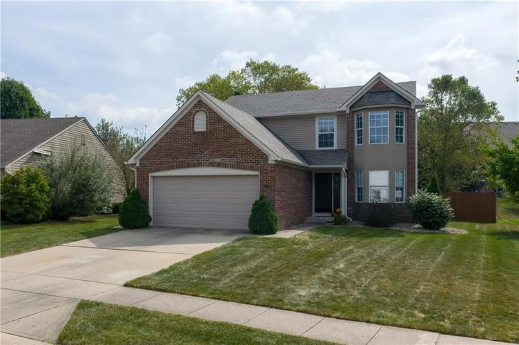 10501 Pineview Circle Fishers, IN 46038 | MLS 21669971 | photo 2