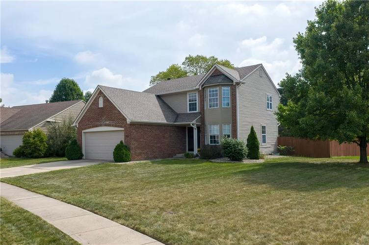10501 Pineview Circle Fishers, IN 46038 | MLS 21669971 | photo 3