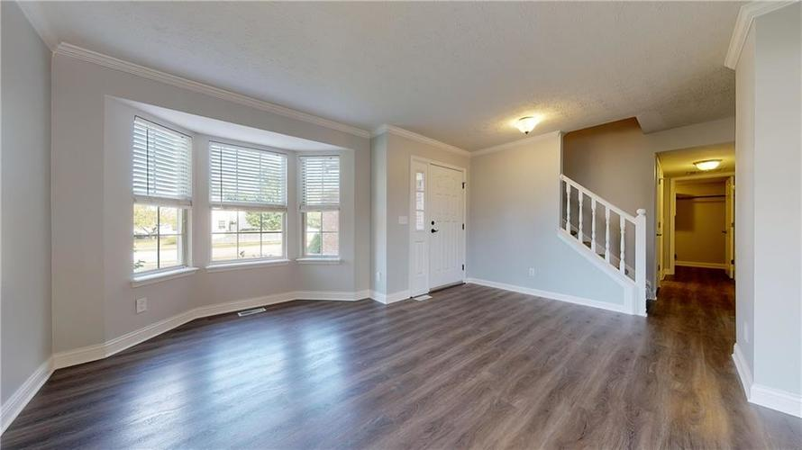 10501 Pineview Circle Fishers, IN 46038 | MLS 21669971 | photo 4
