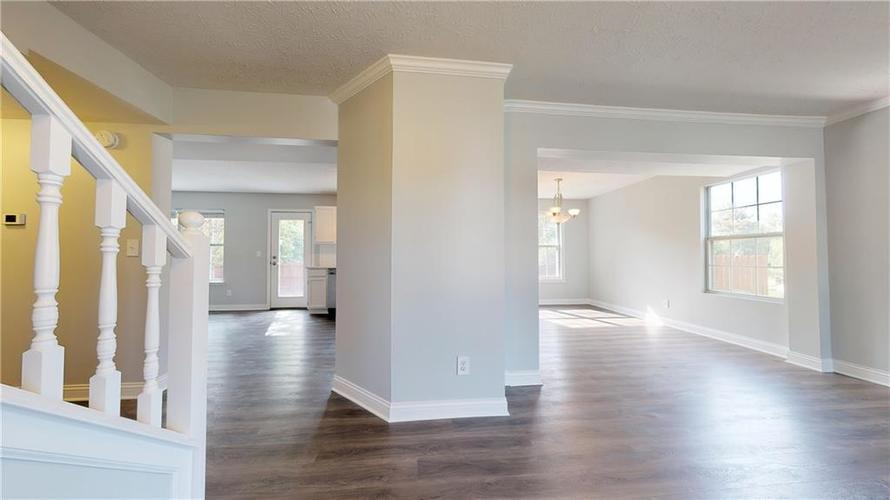 10501 Pineview Circle Fishers, IN 46038 | MLS 21669971 | photo 5