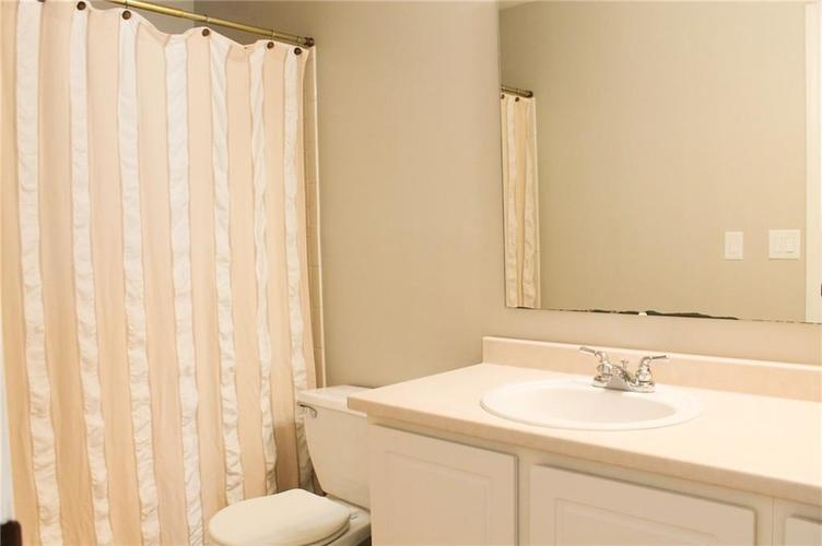 5746 Congressional Place Indianapolis, IN 46235 | MLS 21670041 | photo 13
