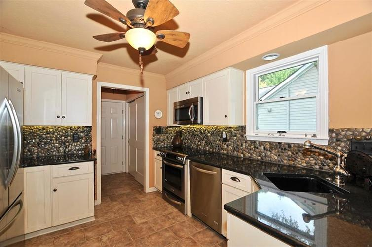 1923 SEAPORT Drive Indianapolis, IN 46240 | MLS 21670082 | photo 12
