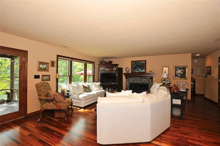 1923 SEAPORT Drive Indianapolis, IN 46240 | MLS 21670082 | photo 8