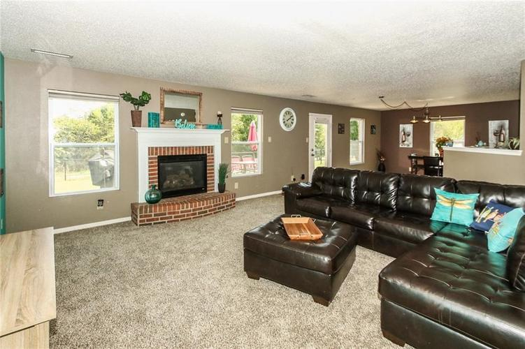 5447 GRASSY BANK Drive Indianapolis, IN 46237 | MLS 21670264 | photo 6