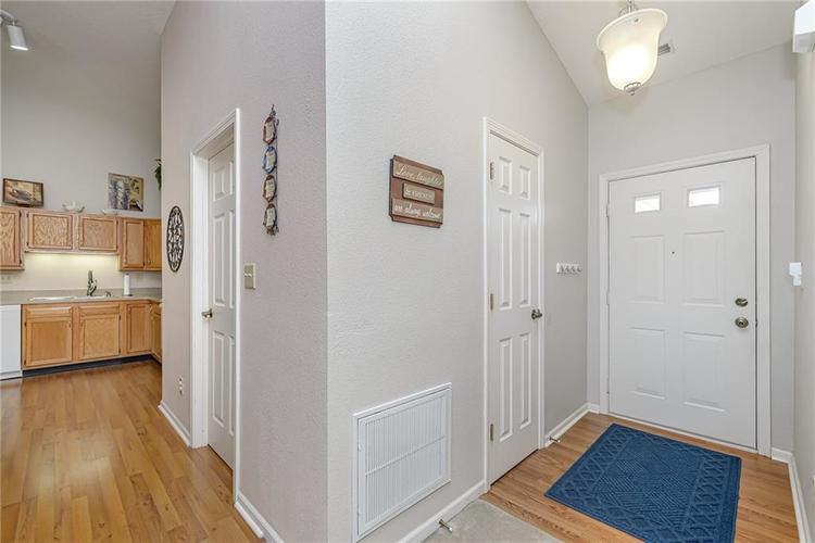 000 Confidential Ave.Indianapolis, IN 46217 | MLS 21670301 | photo 4