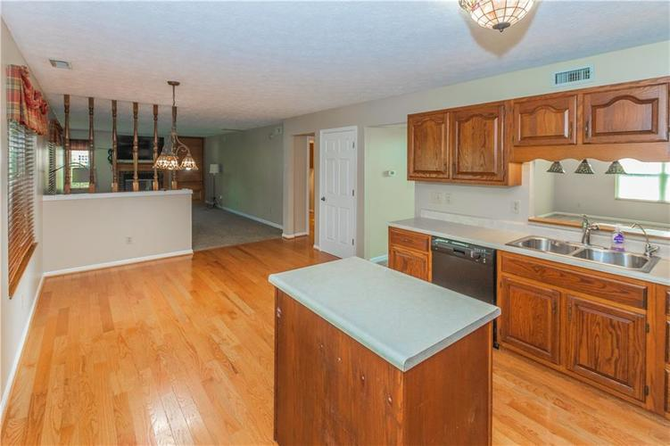 000 Confidential Ave.Indianapolis, IN 46237 | MLS 21670321 | photo 15