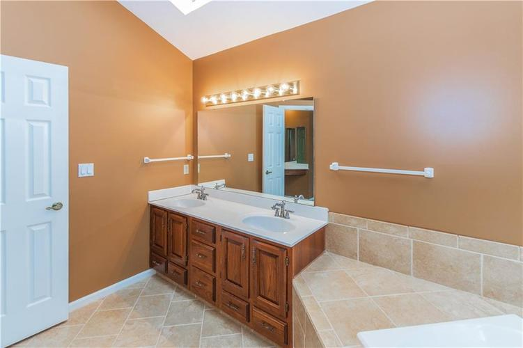 000 Confidential Ave.Indianapolis, IN 46237 | MLS 21670321 | photo 25