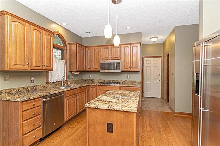 6045 White Ash Court Avon, IN 46123 | MLS 21670419 | photo 12