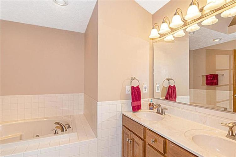 6045 White Ash Court Avon, IN 46123 | MLS 21670419 | photo 18
