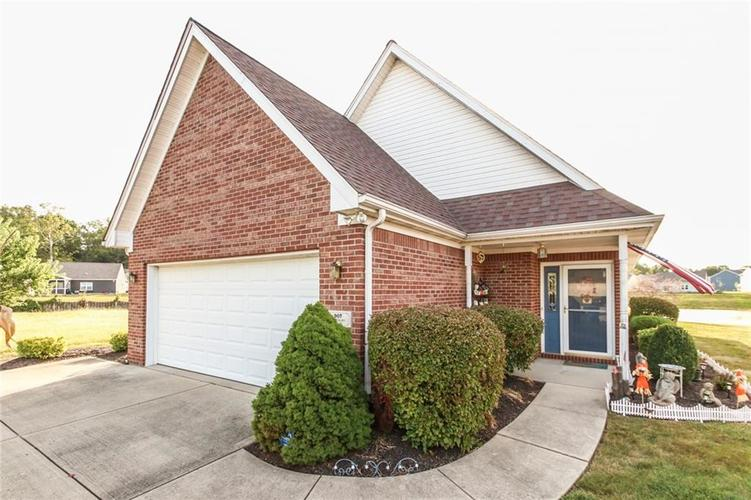 907 Amesbury Court Indianapolis, IN 46217   MLS 21670792   photo 1