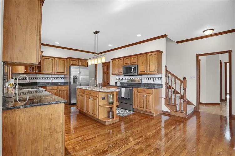 68 Campbell Road Greenwood, IN 46143 | MLS 21671108 | photo 11