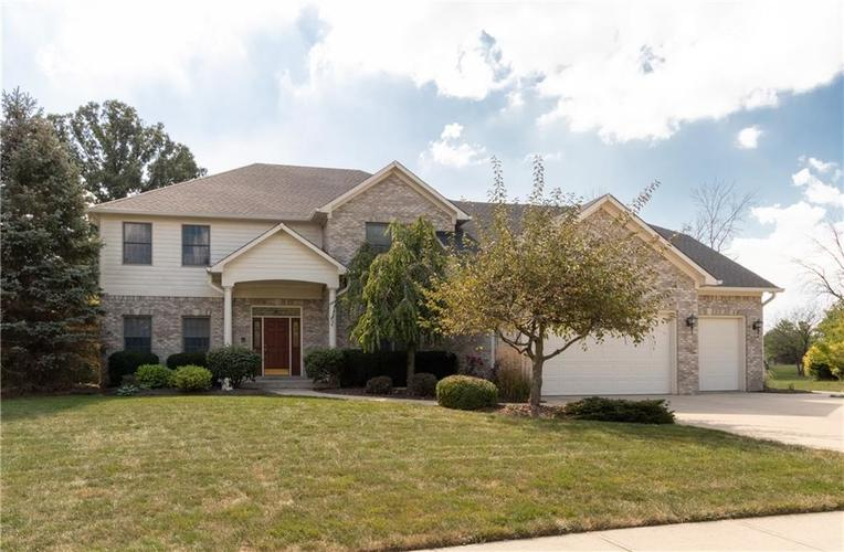 826 Columbia Court Avon, IN 46123 | MLS 21671349 | photo 1