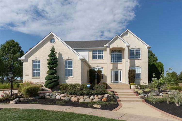 2680 S Hillview Drive New Palestine, IN 46163 | MLS 21671513 | photo 1