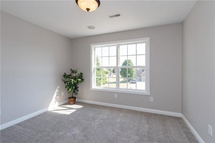 2680 S Hillview Drive New Palestine, IN 46163 | MLS 21671513 | photo 27