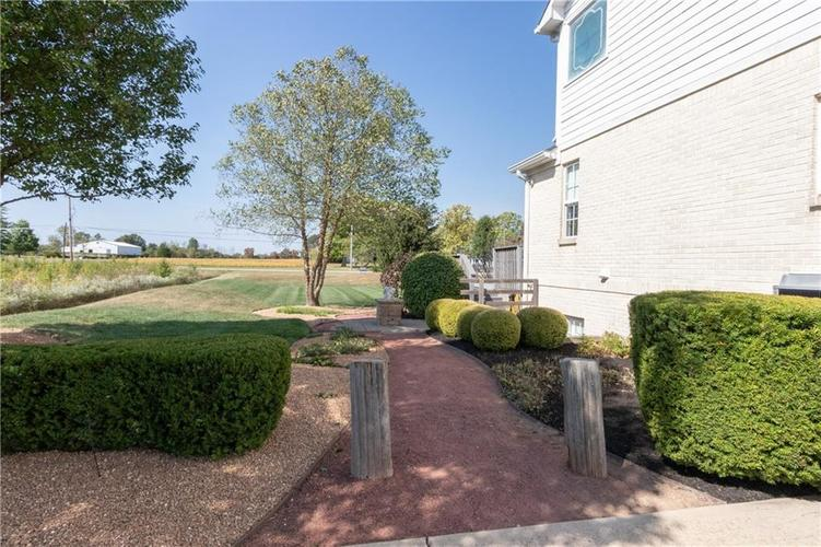 2680 S Hillview Drive New Palestine, IN 46163 | MLS 21671513 | photo 44
