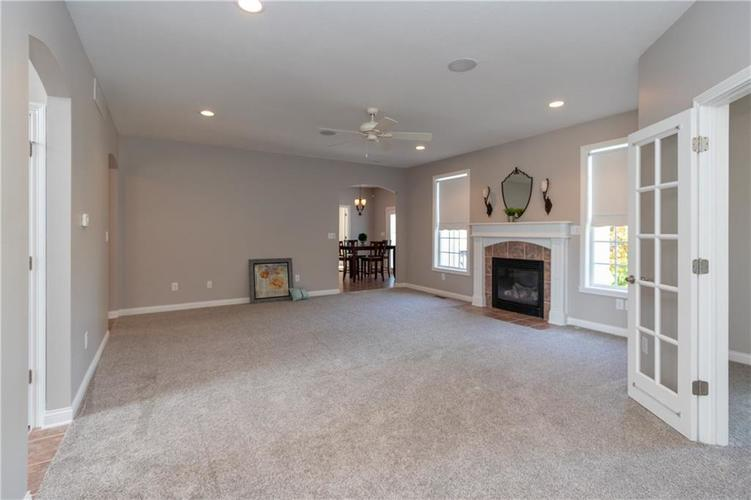 2680 S Hillview Drive New Palestine, IN 46163 | MLS 21671513 | photo 7