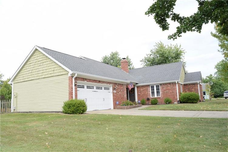 9804 Lakewood Drive Zionsville, IN 46077 | MLS 21671572 | photo 5