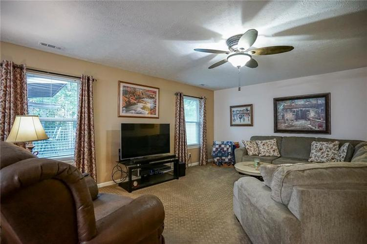 5202 Milhouse Road Indianapolis, IN 46221 | MLS 21672025 | photo 5