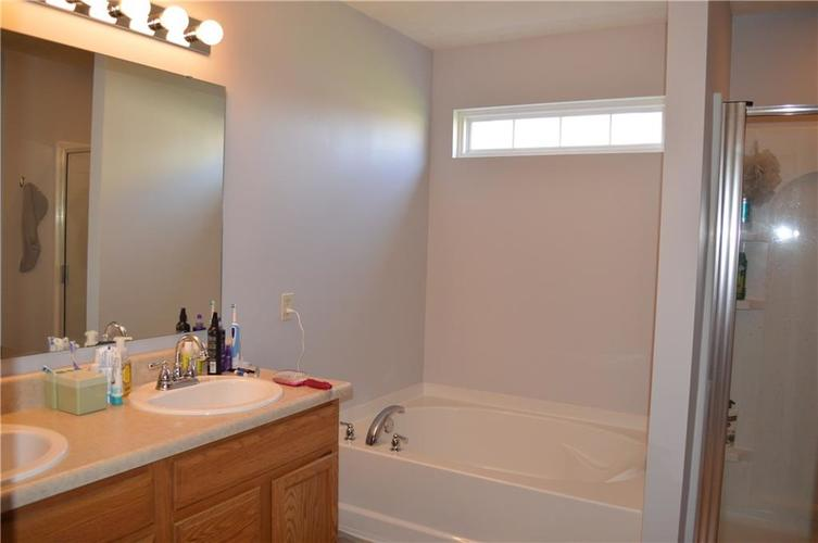 8460 Templederry Drive Brownsburg, IN 46112 | MLS 21672156 | photo 13