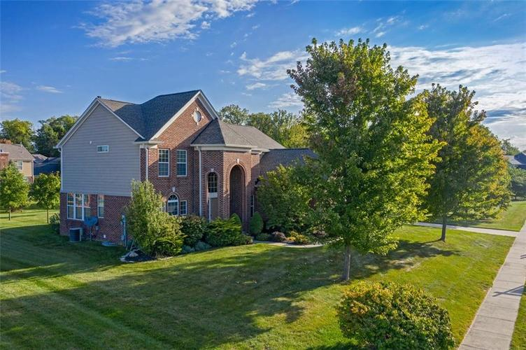 11721  Bennettwood Place Zionsville, IN 46077 | MLS 21672238