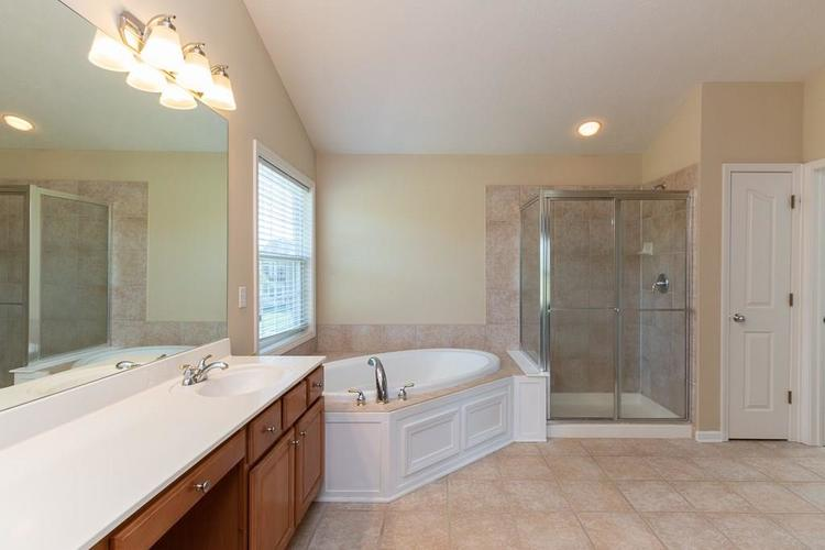 11721 Bennettwood Place Zionsville, IN 46077 | MLS 21672238 | photo 28