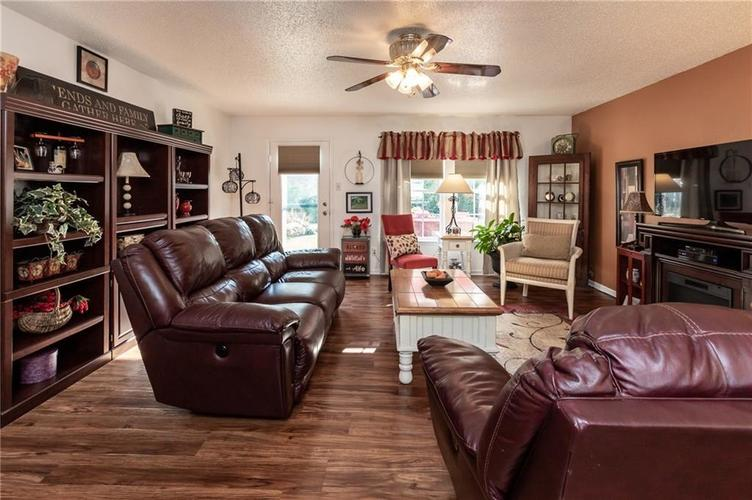 8819 Youngs Creek Lane Camby, IN 46113 | MLS 21672303 | photo 15