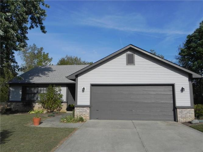 7117 Carrie Drive Indianapolis IN 46237 | MLS 21672388 | photo 1