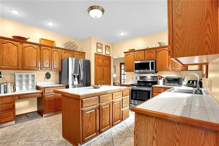 9231 Conway Court Fishers, IN 46037   MLS 21672716   photo 11