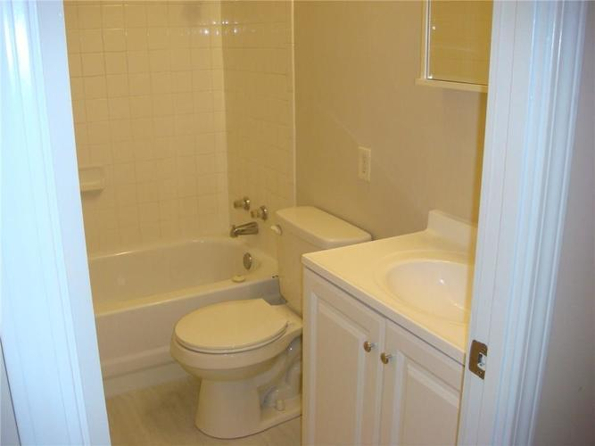 453 Southgate Drive Greenwood, IN 46143 | MLS 21673014 | photo 12