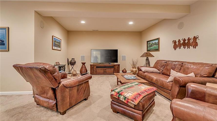 11928 MANNINGS PASS Zionsville, IN 46077 | MLS 21673197 | photo 21