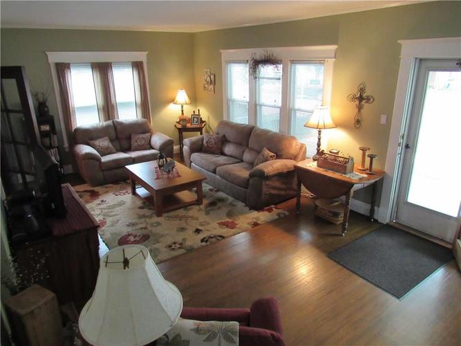 915 W Pike Street Crawfordsville, IN 47933 | MLS 21673296 | photo 2