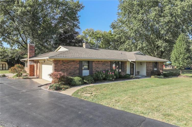 3955 Shadow Hill Court Greenwood, IN 46142 | MLS 21673358 | photo 3