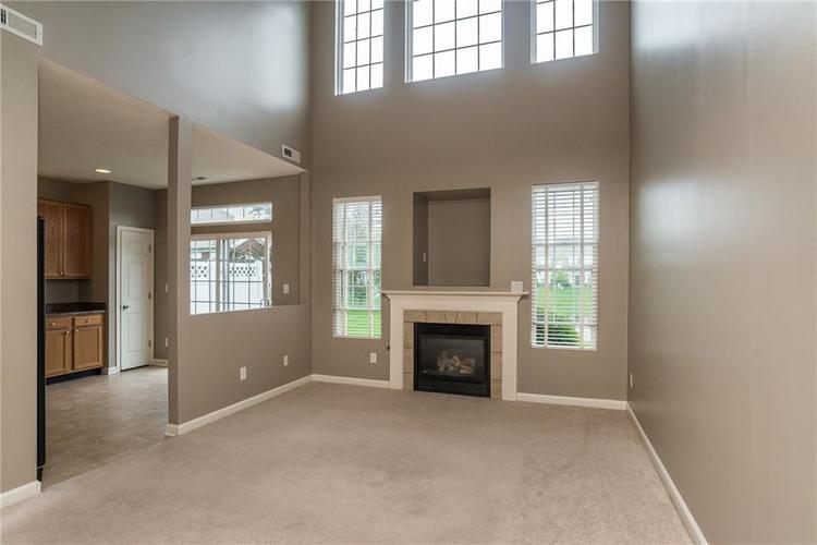 10910 Perry Pear Drive Zionsville, IN 46077 | MLS 21673580 | photo 5