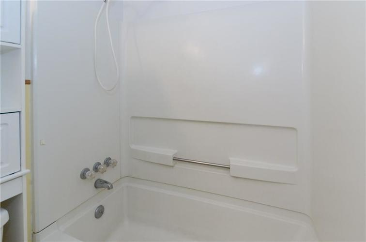 8116 E 37th Place Indianapolis, IN 46226 | MLS 21673604 | photo 16