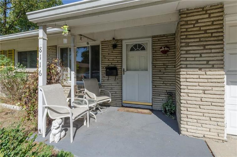8116 E 37th Place Indianapolis, IN 46226 | MLS 21673604 | photo 2
