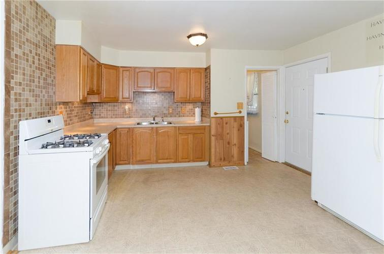 8116 E 37th Place Indianapolis, IN 46226 | MLS 21673604 | photo 5