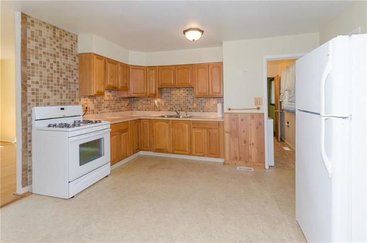 8116 E 37th Place Indianapolis, IN 46226 | MLS 21673604 | photo 6