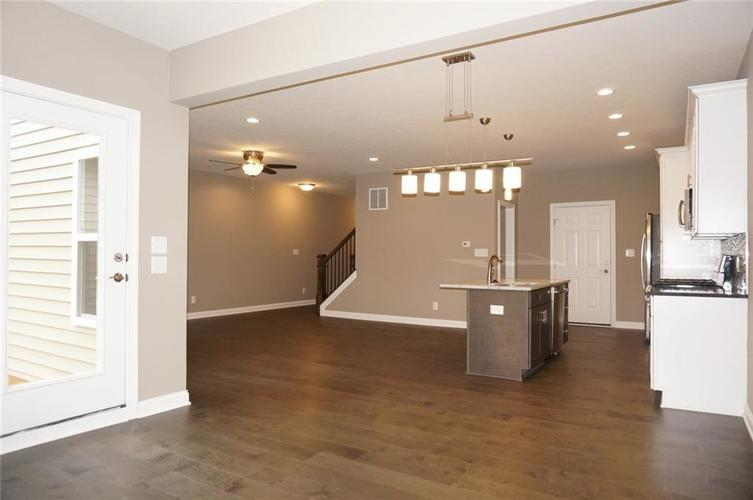 9737 Thorne Cliff Way #103 Fishers, IN 46037 | MLS 21673633 | photo 11